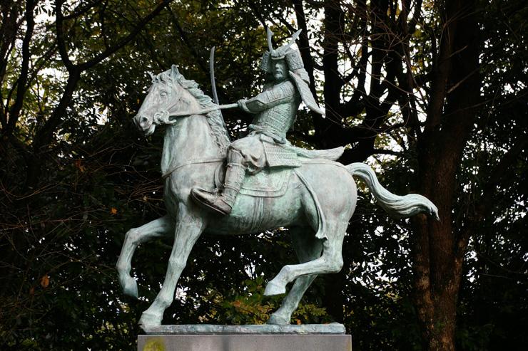 菊池武時公像